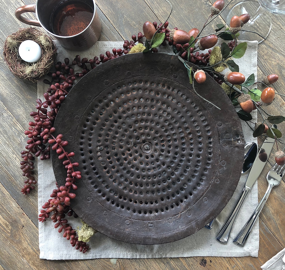 Blending old and new to create a rustic farmhouse tablescape. Get how to tips on www.lovinglygray.com.