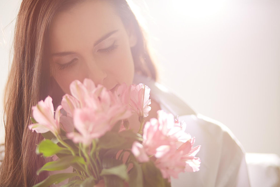 woman-love-holding-bouquet.jpg