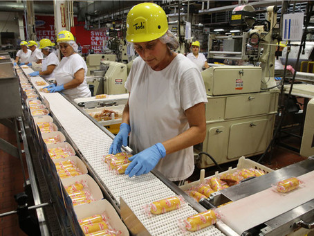 9 Ways to Retain Hourly Production and Warehouse Employees