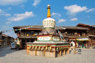 15. Stupa at Zhongdian old town.jpg