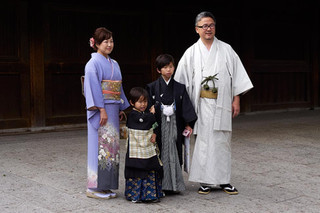 19. Family at Meiji Jingu.jpg