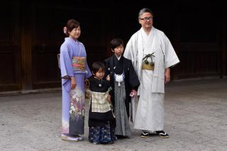 19. Family at Meiji Jingu.jpg