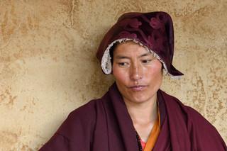 08. Buddhist nun from Kanba in eastern Ti
