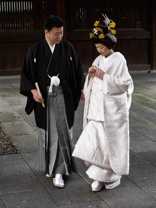 17. Wedding couple at Meiji Jingu.jpg