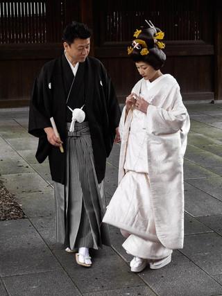 17. Wedding couple at Meiji Jingu.jpg