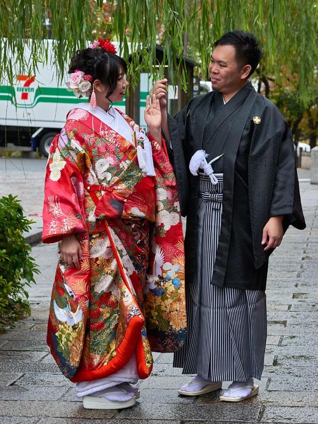 41. Wedding couple, Shinbashi.jpg
