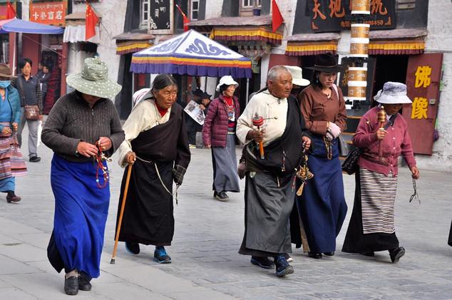 14. Pilgrims at Barkhor Kora, Lhasa.jpg