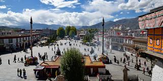03. Barkhor Square, Lhasa (Thomas Irps).j