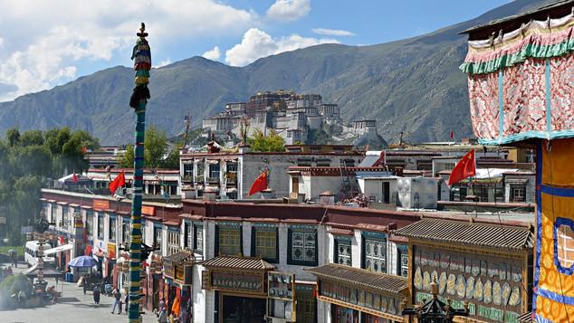 02. Barkhor Square, Lhasa.jpg