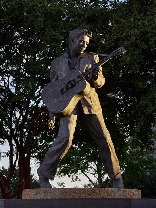08. Elvis, Memphis, Tennessee.jpg