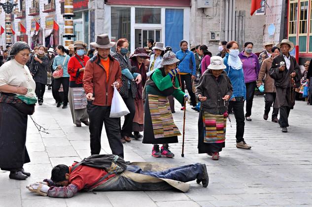 13. Pilgrims at Barkhor Kora, Lhasa.jpg