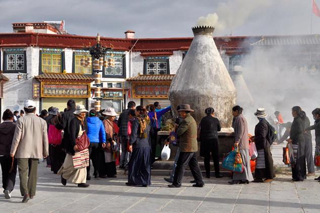 29. Incense burner at Barkhor Square, Lh