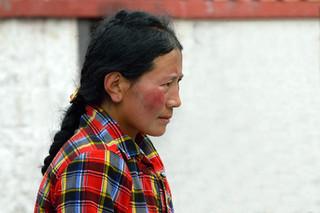 06. Praying at Bakhor Square, Lhasa.jpg