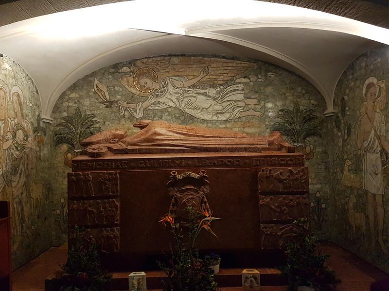 15.Boldog Apor Vilmos síremléke.jpg
