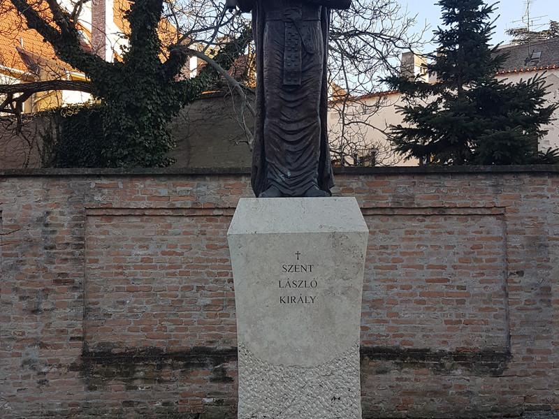 21Szent László szobor.jpg
