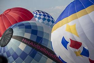 hot-air-balloon-3702627__340.jpg