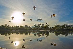 hot-air-balloon-1443342__340.jpg