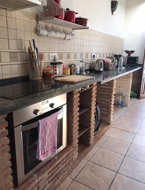 mai-kitchen.webp