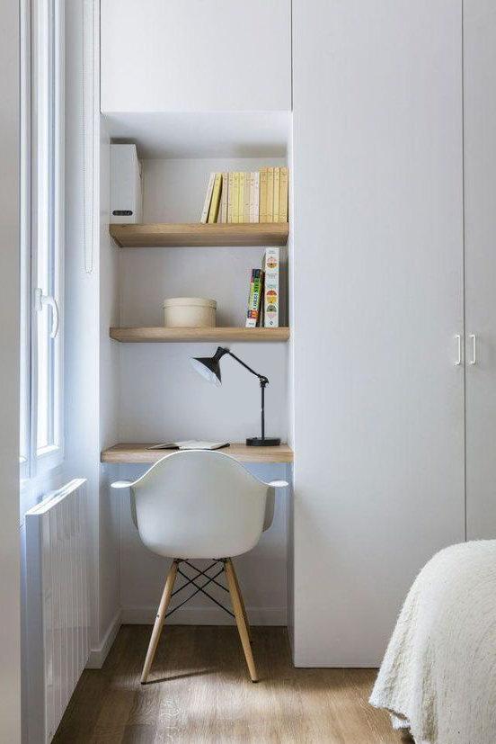 Tiny-bedroomdesk.jpg