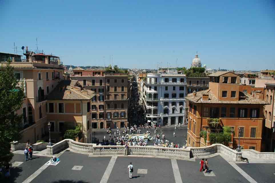Viaje a Roma Piazza di Spagna  y la colina de Trinitá dei Monti. Roma