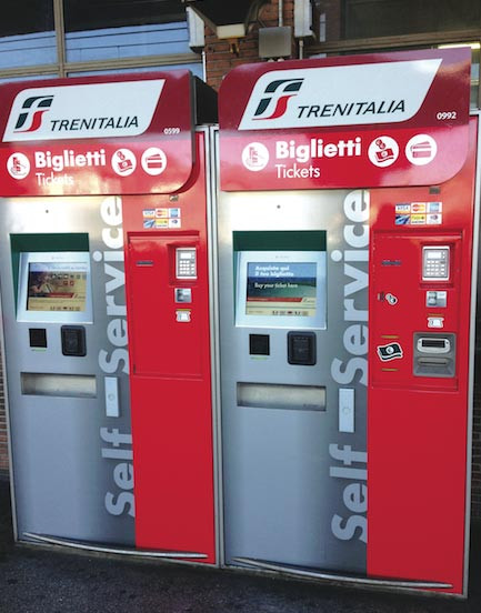 Maquina sel-service para comprar pasaje de tren regionales, Frecce e Intercity