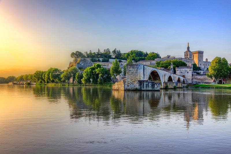 Avignon, Francia. Puente San Benedicto y Palacio de los Papas.