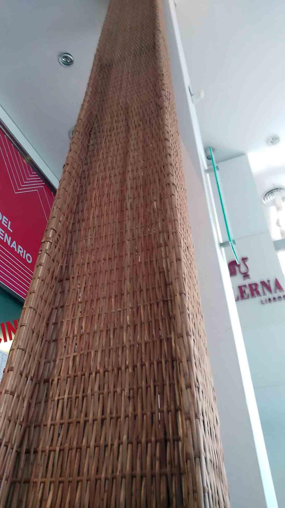 """Eugenia Mendoza, """"Textil"""". Viga doble T tejida"""
