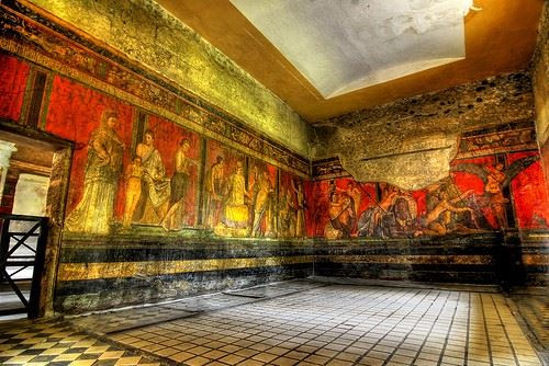 La Villa de los Misterios debe su nombre a una serie de pinturas descubiertas en una habitación de la vivienda viaja a Italia
