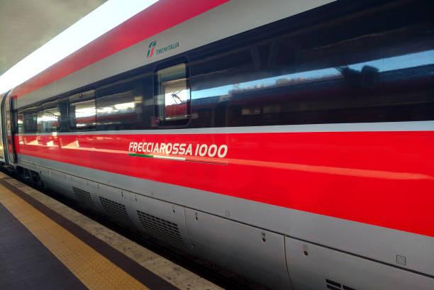 Trenitalia, el FrecciaRossa es el tren bala italiano más veloz en el país.