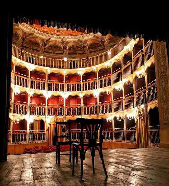 Viaja a Italia. Teatro Francesco Torti de la ciudad de Bevagna (Italia)