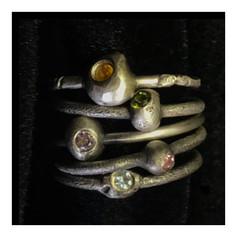 """Conjunto de 5 anéis """"Grãos da Pedra Lascada"""" , coleção Paleolítico - R$ 220 un"""