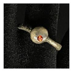 """Anel """"Pedra de Prata I, coleção Paleolítico - R$ 320"""