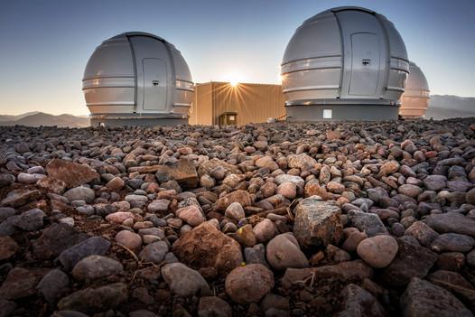 Un télescope de l'ESO laisse entrevoir ce qui pourrait être la plus petite planète naine du Système