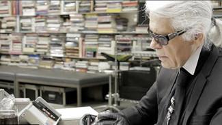 Le couturier Karl Lagerfeld, directeur artistique chez Chanel et Fendi, est décédé