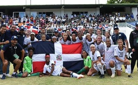 Dominicana avanza a semifinales con histórico triunfo ante Jamaica 2-1.