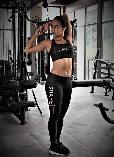 woman wear shapeit gym and street wear leggings and bra