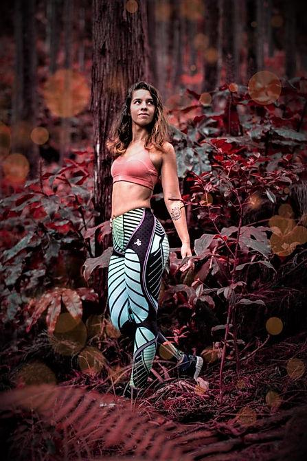 woman wearing shapeit gym & street wear coral reef leggings