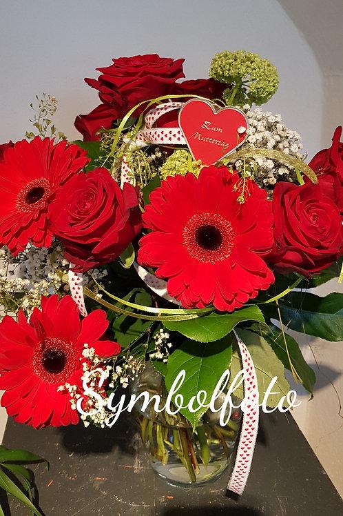 Blumenstrauss mit roten Gerbera und Rosen