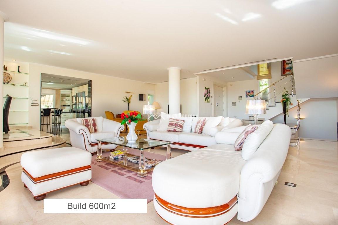 02 BUILD 600 M2.jpg