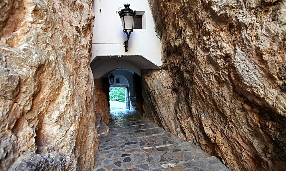 Tunnel into El Castell de Guadalest