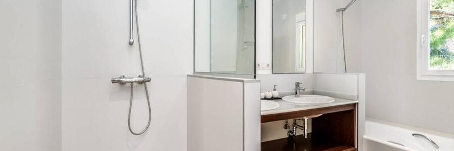 11 3 BATHROOMS ENSUITES.jpg