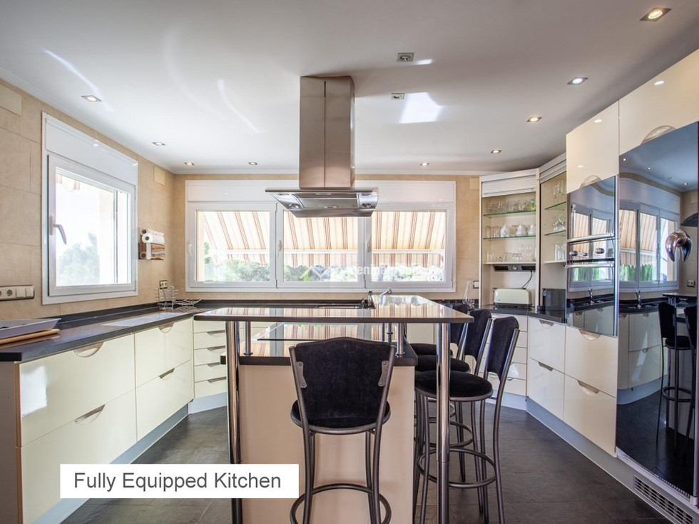 06 FULLY EQUIPED KITCHEN.jpg