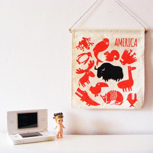Banderola infantil de tela. Fauna americana serigrafiada a mano.