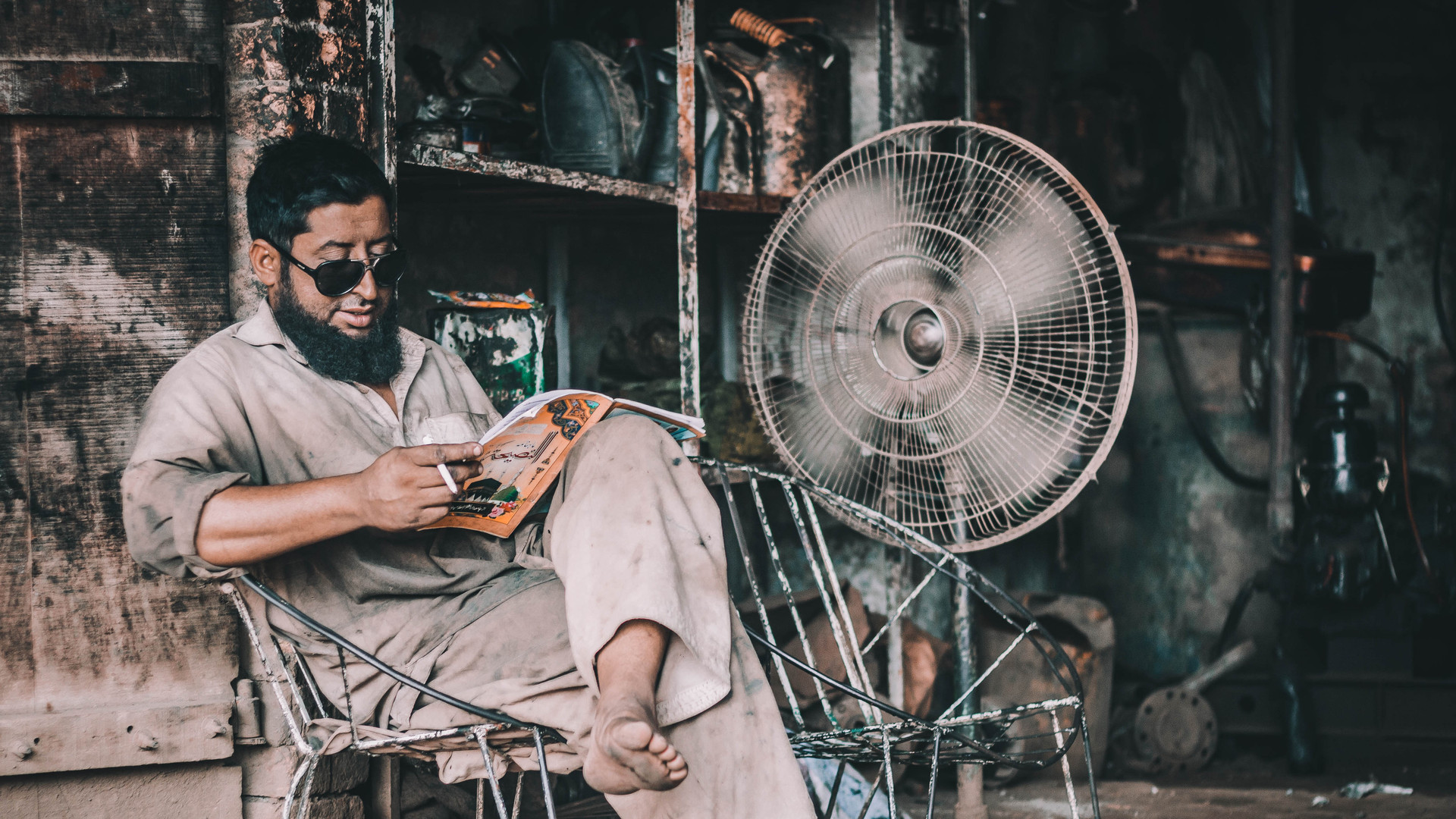 Car Mechanic reading