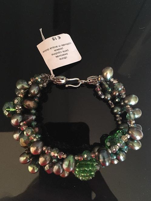 Bracciale tre fili perle verde olive con mora swarovsky