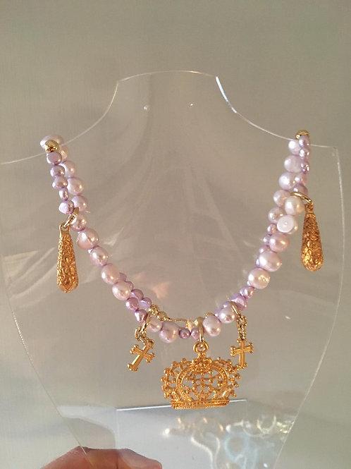 Girocollo di perle lavanda coltivate in acqua dolce con corona in zama oro