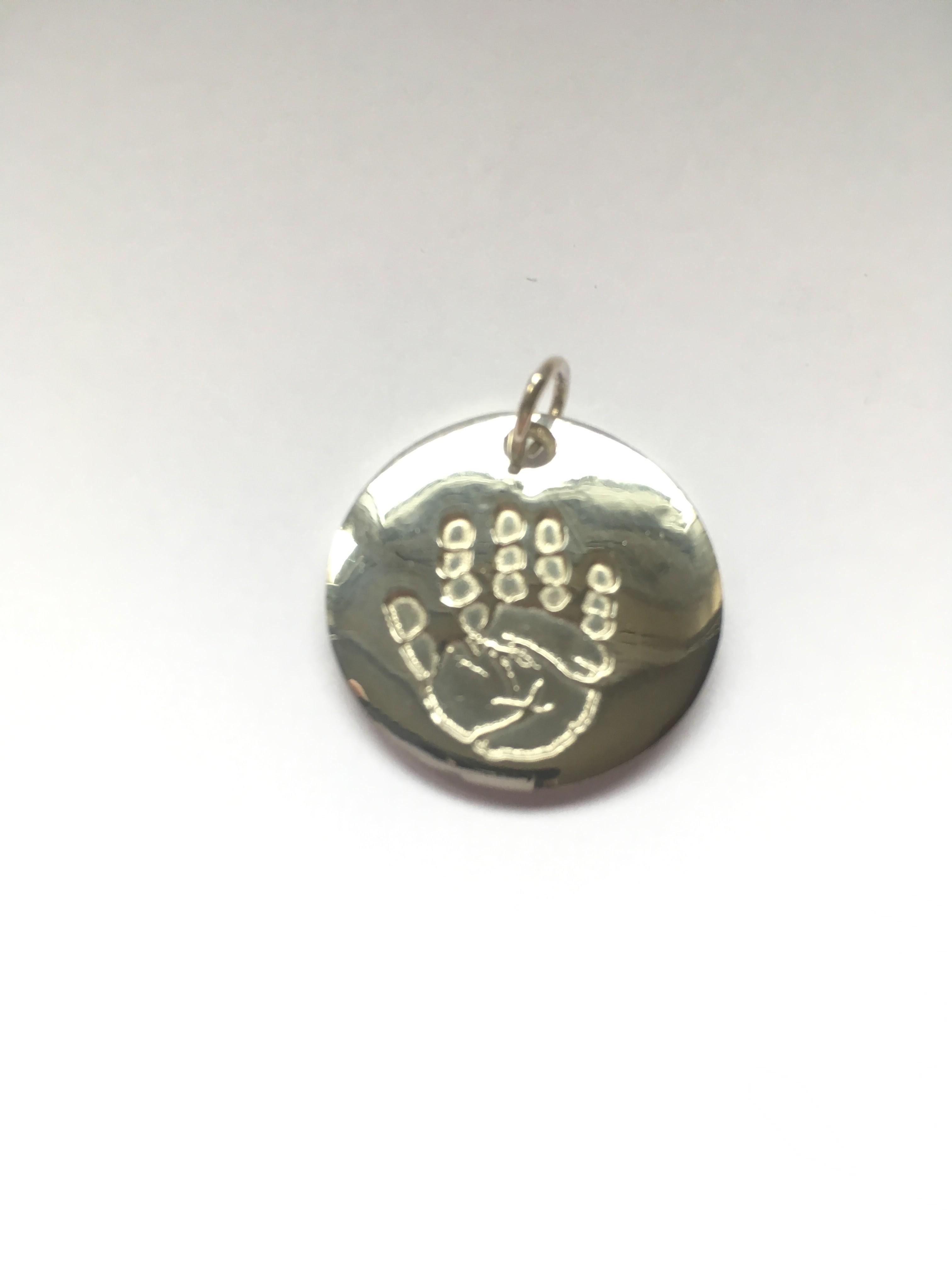 Round pendant with imprint