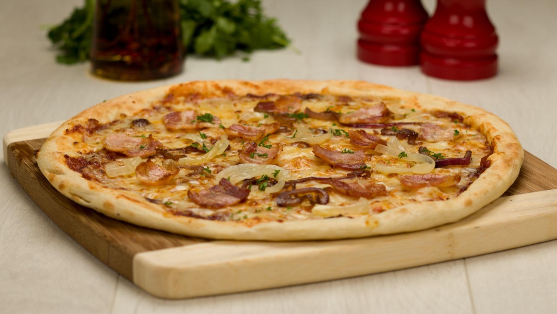 Bacon & Onion Pizza