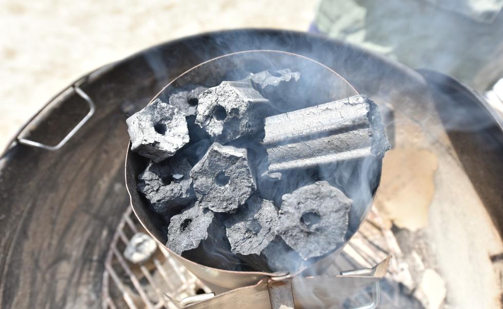 徐々に炭に火が移ってきました
