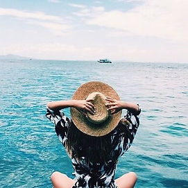 woman-with-big-hat-at-sea.jpg